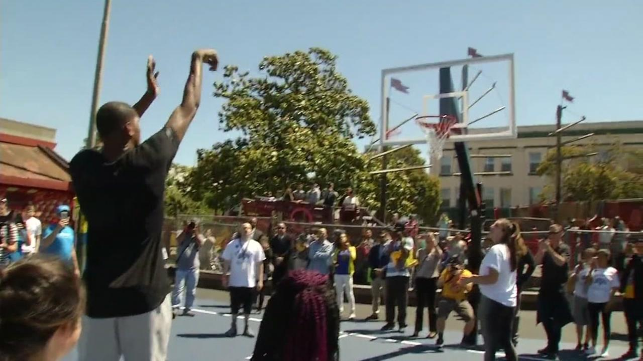 Warriors Kevin Durant renovates basketball courts in Oakland
