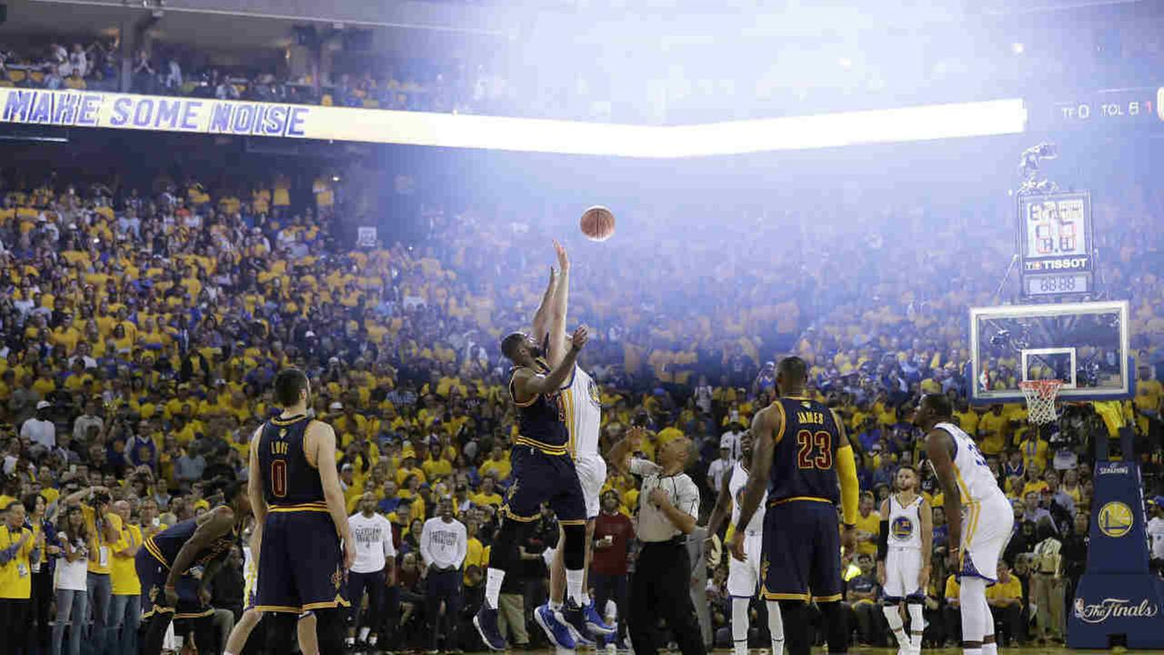 Cleveland Cavaliers center Tristan Thompson, center left, and Golden State Warriors center Zaza Pachulia, center right, during the first half of Game 1 of basketballs NBA Finals.AP Photo/Marcio Jose Sanchez