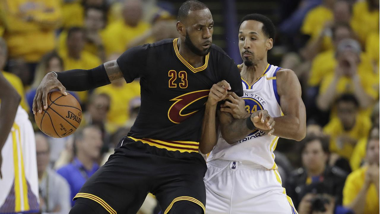 Cavaliers' LeBron James drives on Warriors' Shaun Livingston during Game 2 of basketballs NBA Finals in Oakland, Calif., Sunday, June 4, 2017. (AP Photo/Marcio Jose Sanchez)