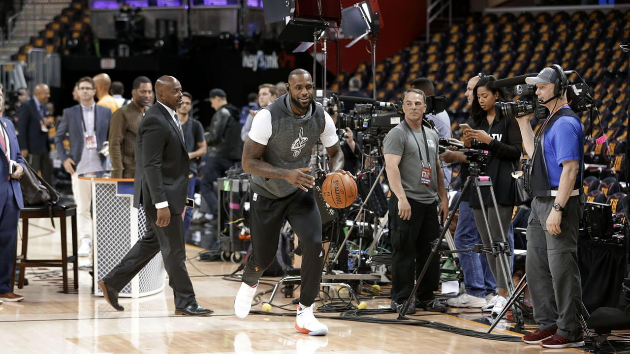 LeBron James of the Cleveland Cavaliers warms up ahead of NBA Finals game 3 in Cleveland, Ohio on June 7, 2017.AP