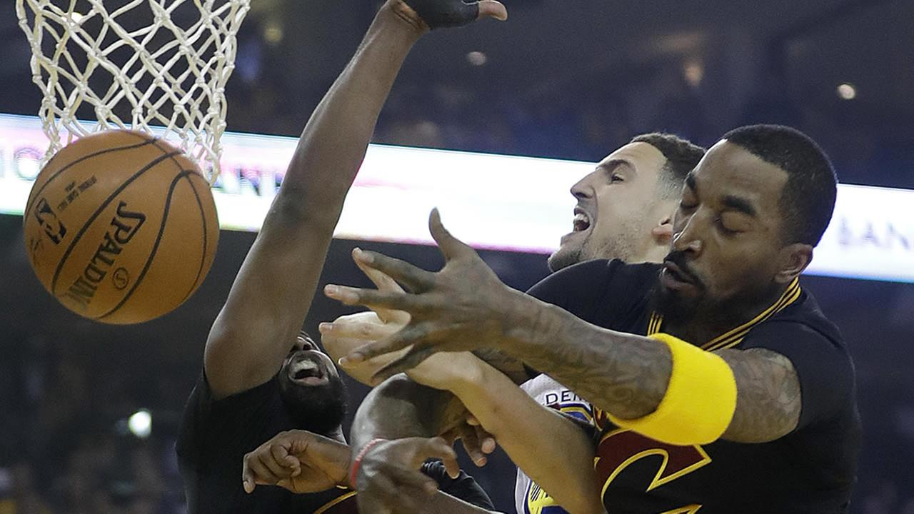 Warriors Klay Thompson loses the ball while shooting between Cavaliers Tristan Thompson  during Game 5 of basketballs NBA Finals in Oakland, Calif.,  June 12, 2017. (AP Photo)
