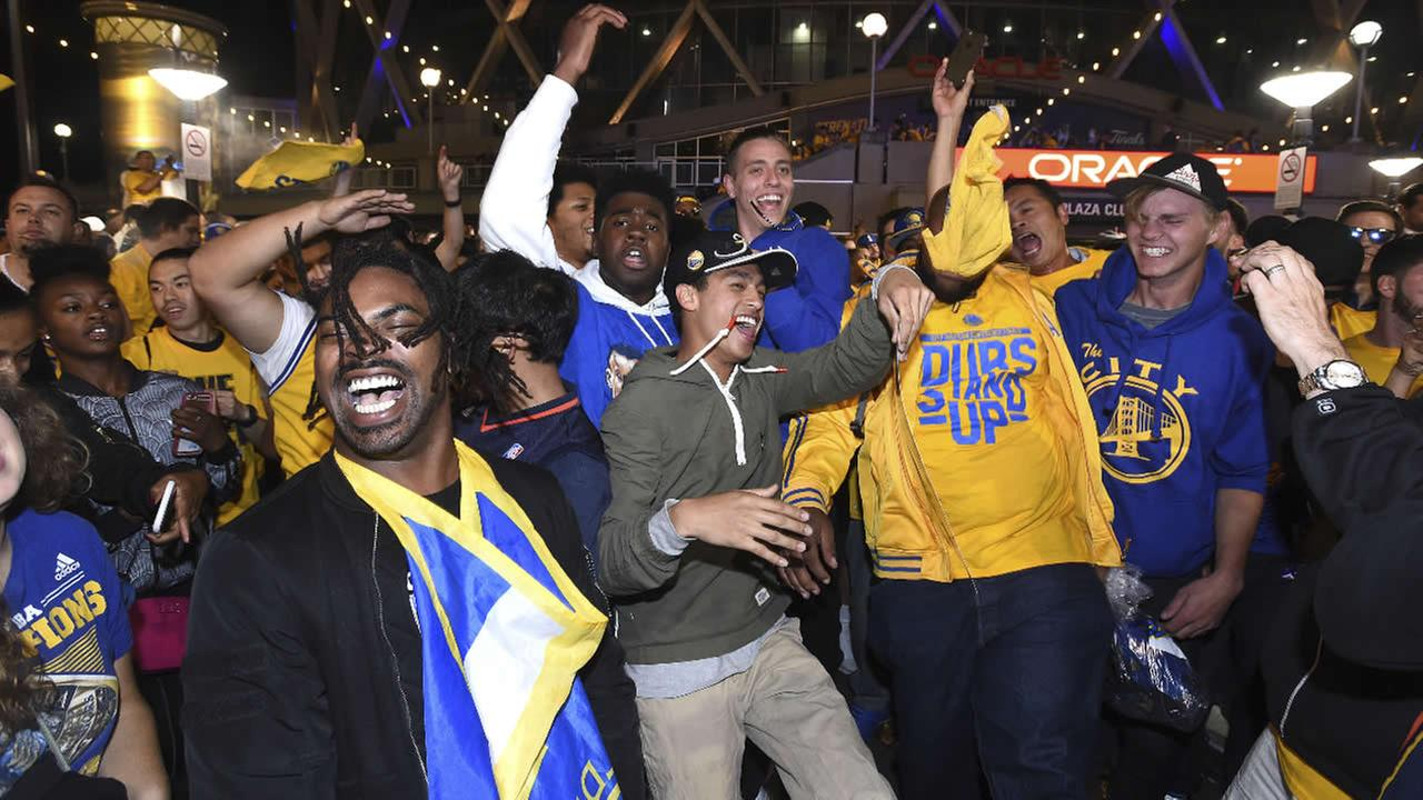 Fans react at Oracle Arena after the Warriors defeated the Cavaliers in Game 5 of the NBA Finals in Oakland, Calif., Monday, June 12, 2017. (AP Photo/Josh Edelson)