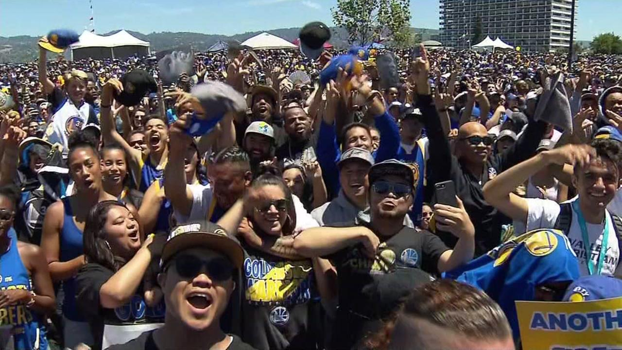 Warriors fans cheer during the championship parade and celebration in Oakland, Calif. on June 15, 2017.