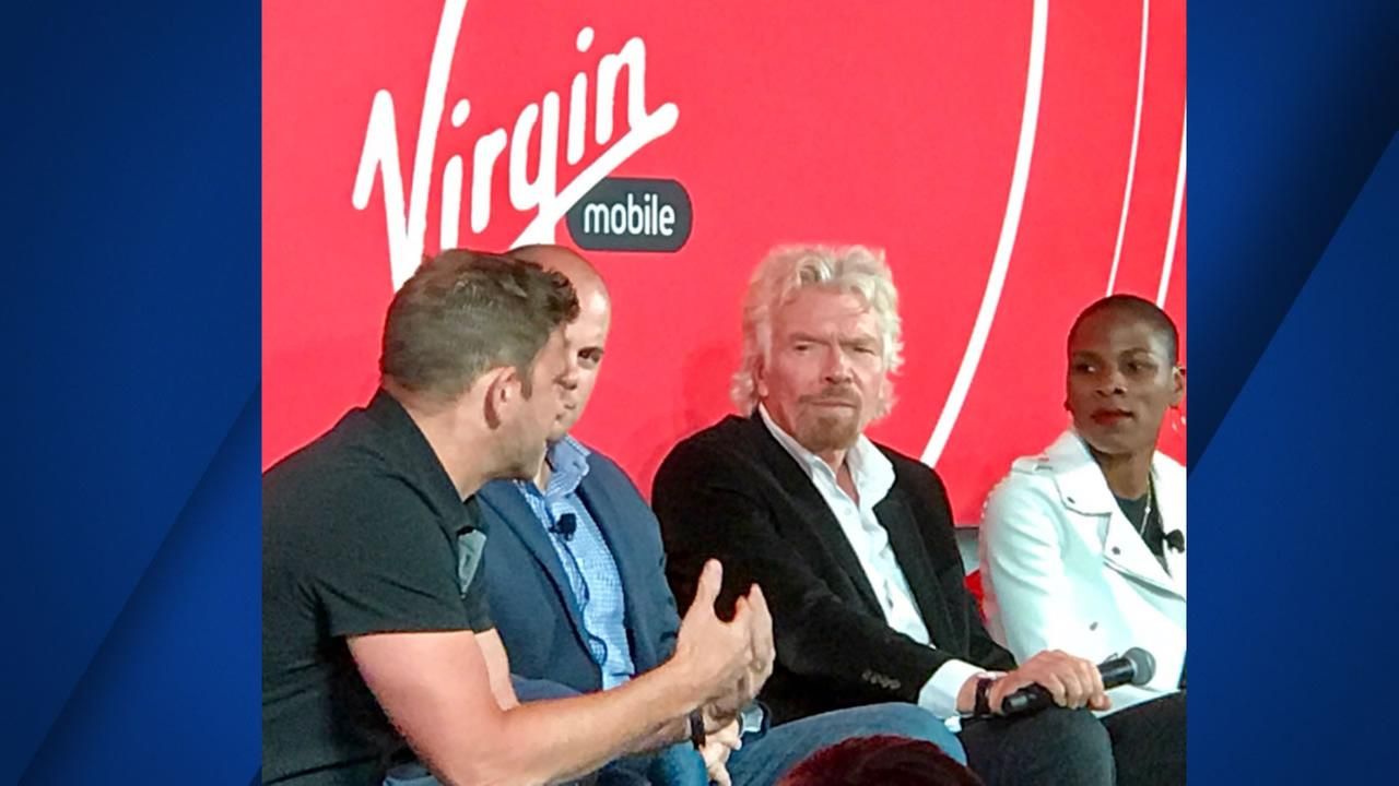 Billionaire Richard Branson announces deal between Virgin Mobile, Apple