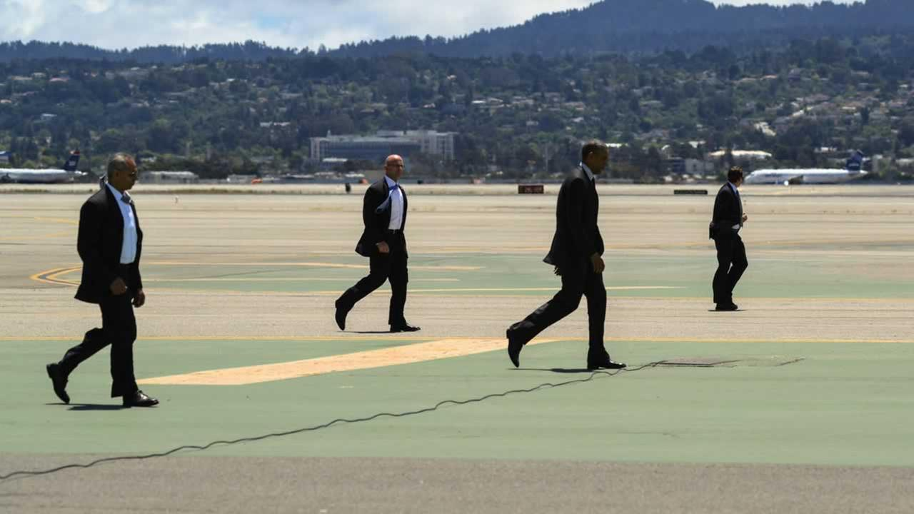 President Obama moves across the tarmac, followed by the Secret Service.ABC7 News/Wayne Freedman