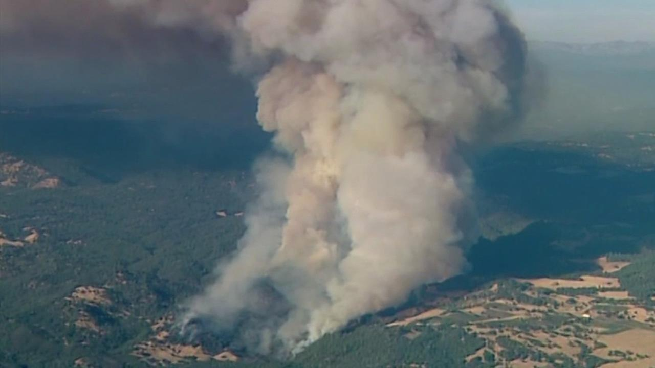 Crews battle 1300-acre wildfire in Amador County