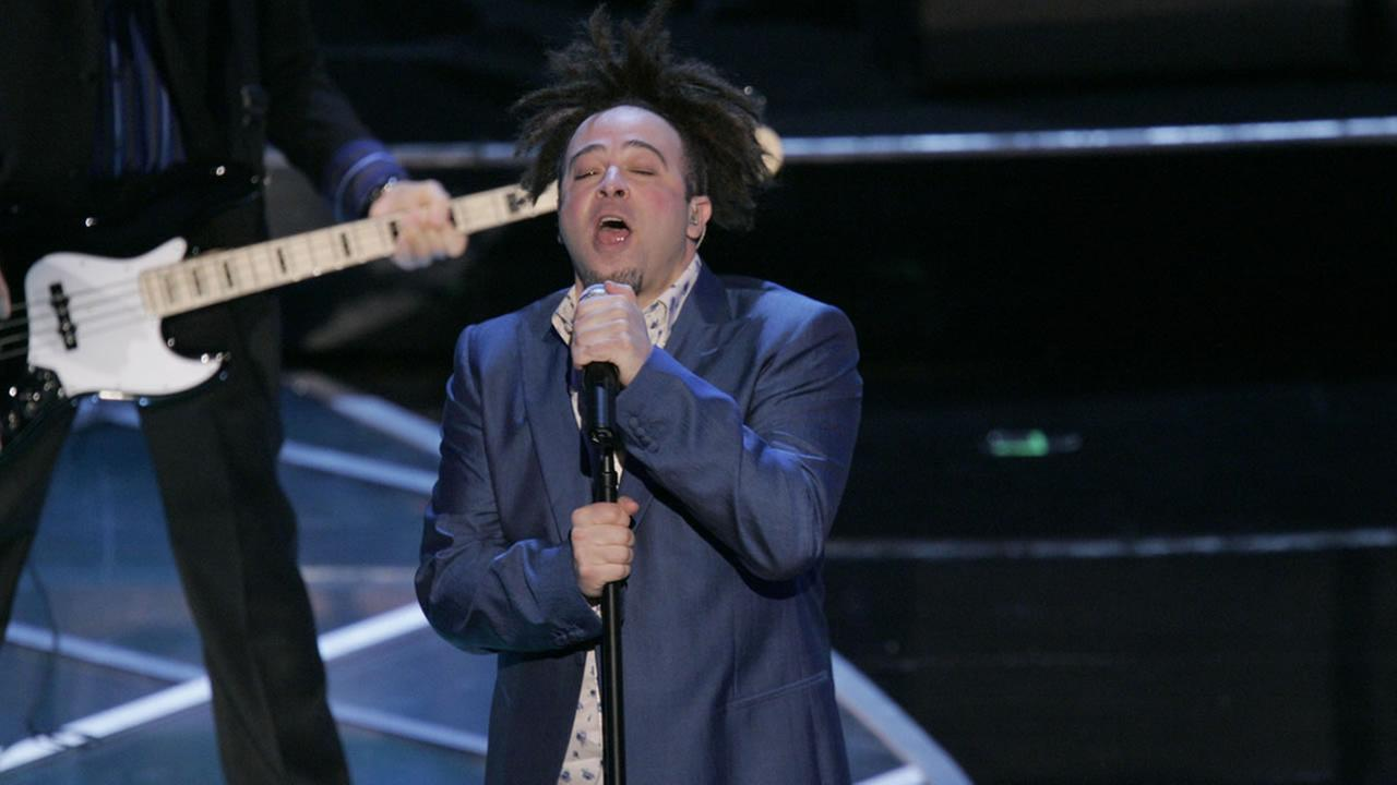 Lead singer Adam Duritz and the group Counting Crows perform during the 77th Academy Awards Sunday, Feb. 27, 2005, in Los Angeles. (AP Photo/Mark J. Terrill)