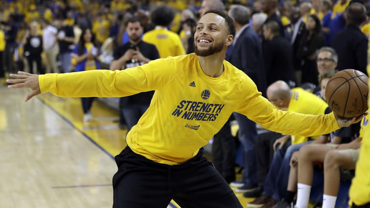 Golden State Warriors Stephen Curry warms up before Game 2 of an NBA basketball second-round playoff series against the Utah Jazz, Thursday, May 4, 2017, in Oakland, Calif. (AP Photo/Marcio Jose Sanchez)