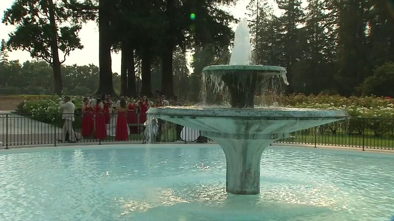 A refreshing fountain cascades at a hot outdoor wedding in San Jose, Calif. on Friday, Sept. 1, 2017.KGO-TV