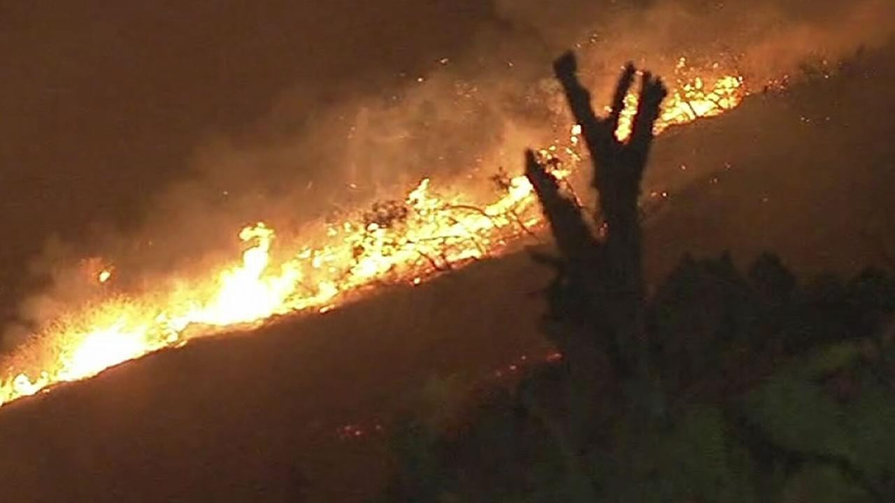 La Tuna Fire threatens hundreds of homes