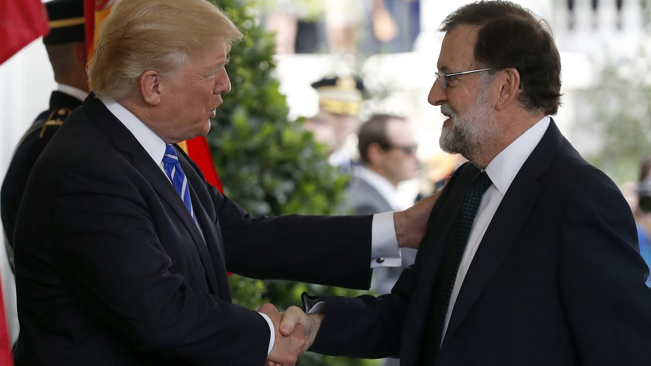 President Donald Trump welcomes Spanish Prime Minister Mariano Rajoy as he arrives at the White House, Tuesday, Sept. 26, 2017, in Washington. (AP Photo/Alex Brandon)