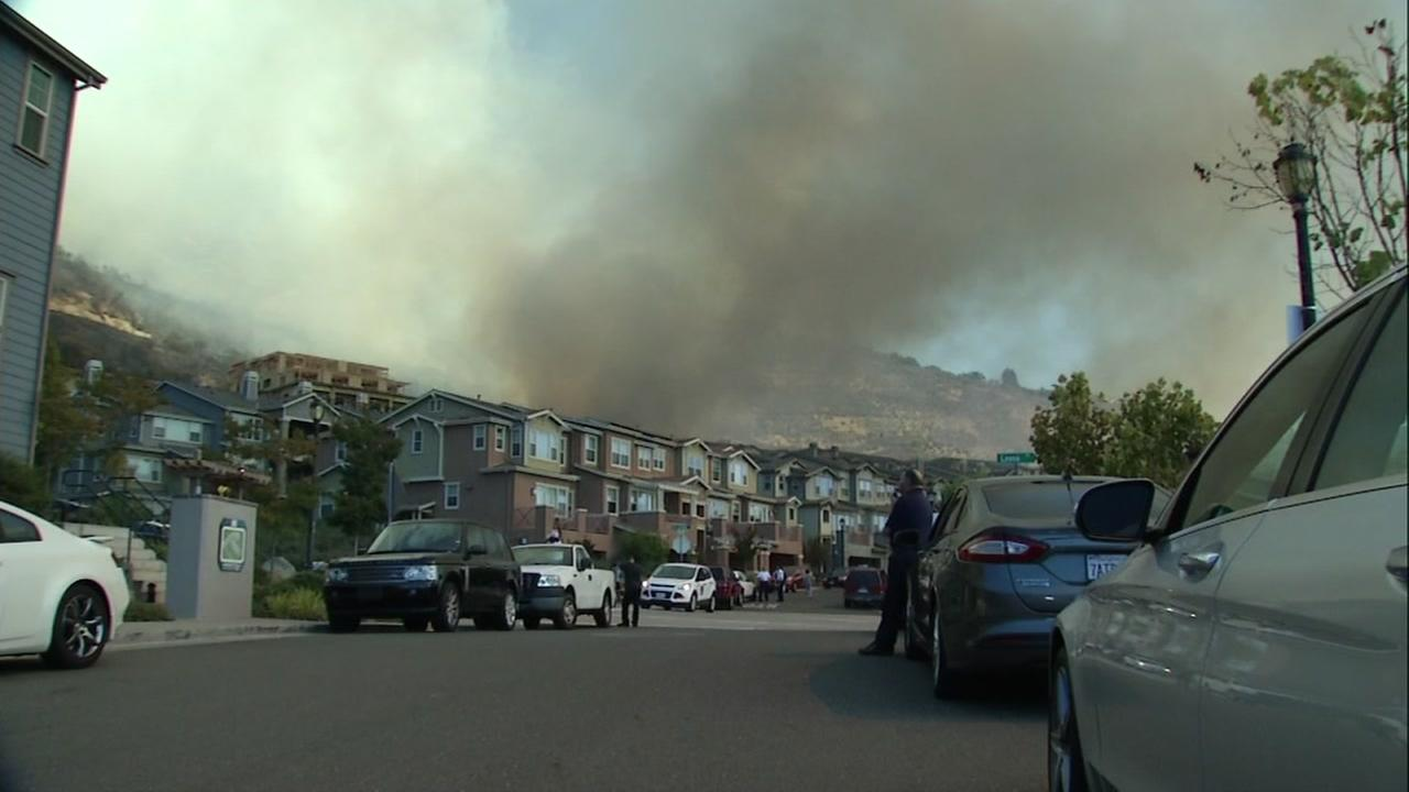 Moving Fire Threatens Homes in East Bay Hills