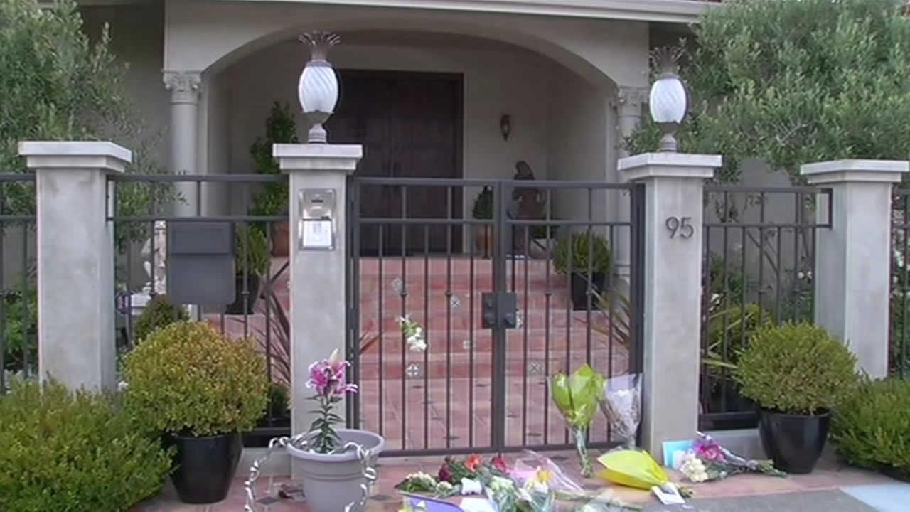 Memorial grows for Robin Williams at his Marin County home.