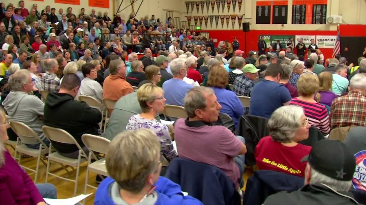 Sonoma County residents discuss the North Bay fires on Thursday, Oct. 19, 2017.