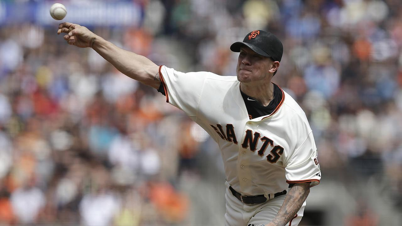 San Francisco Giants pitcher Jake Peavy throws against the Chicago White Sox during the seventh inning of a game in San Francisco, Aug. 13, 2014. (AP Photo/Jeff Chiu)