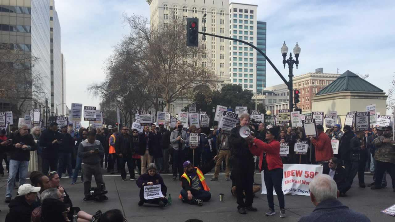 Oakland workers strike for seventh day, despite agreeing to mediation