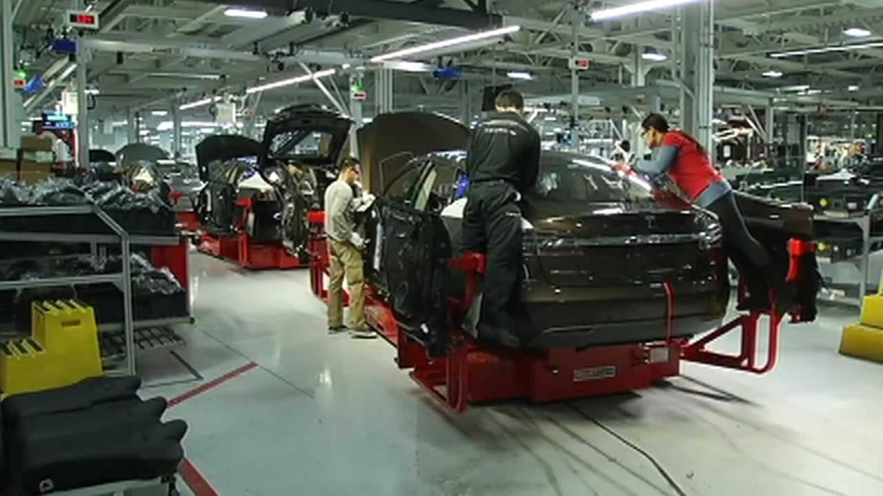 Nevada Gov. Brian Sandoval asked state legislators on Thursday to approve tax breaks and other incentives worth up to $1.3 billion over 20 years to bring Tesla Motors battery factory to the state.