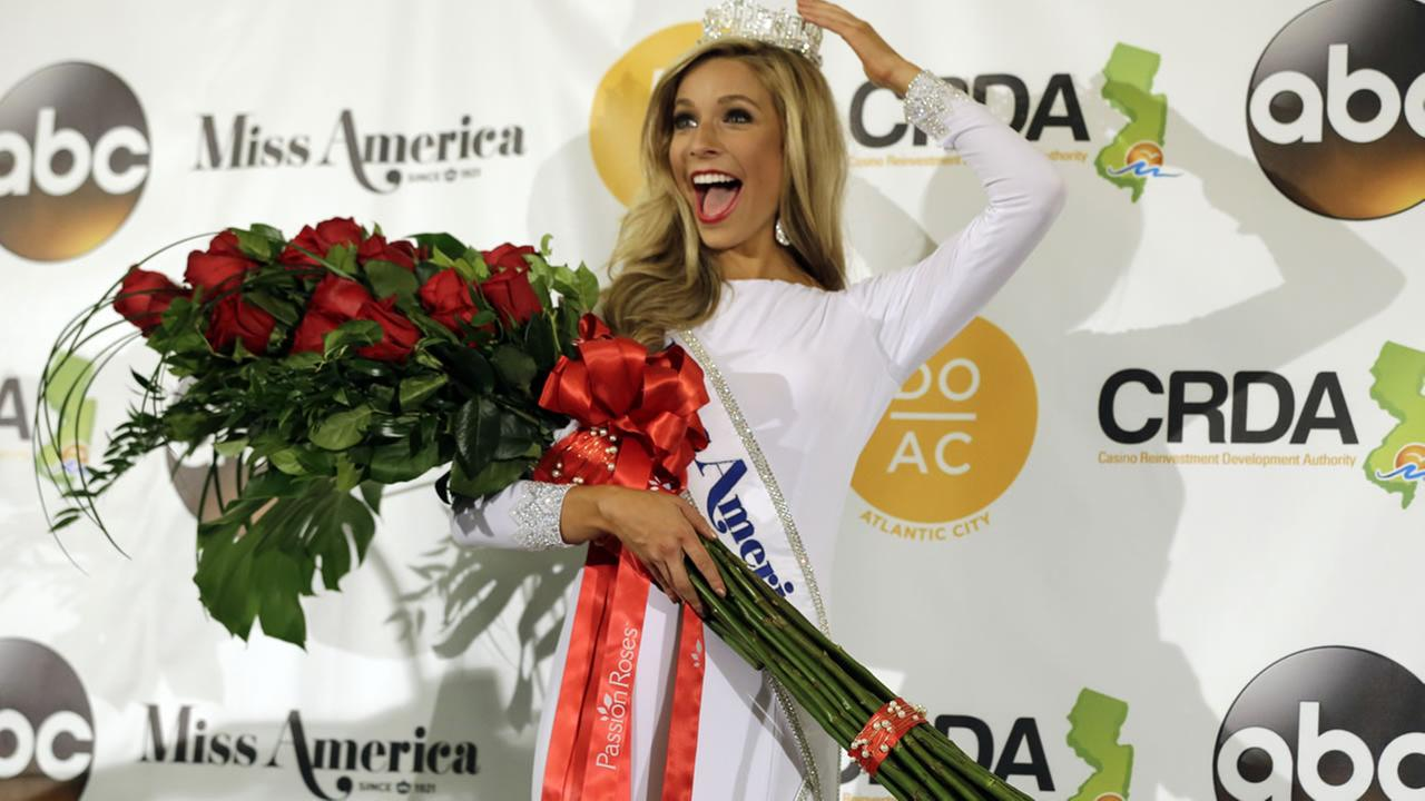 Miss New York Kira Kazantsev poses for photographers after she was crowned Miss America 2015 during the pageant, Monday, Sept. 15, 2014, in Atlantic City, N.J. (AP Photo/Mel Evans)