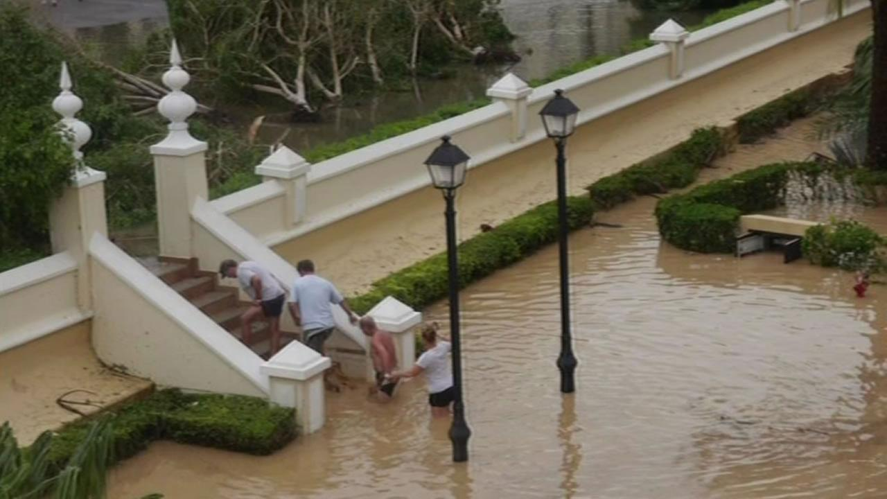 people leave flooded resort in Cabo San Lucas