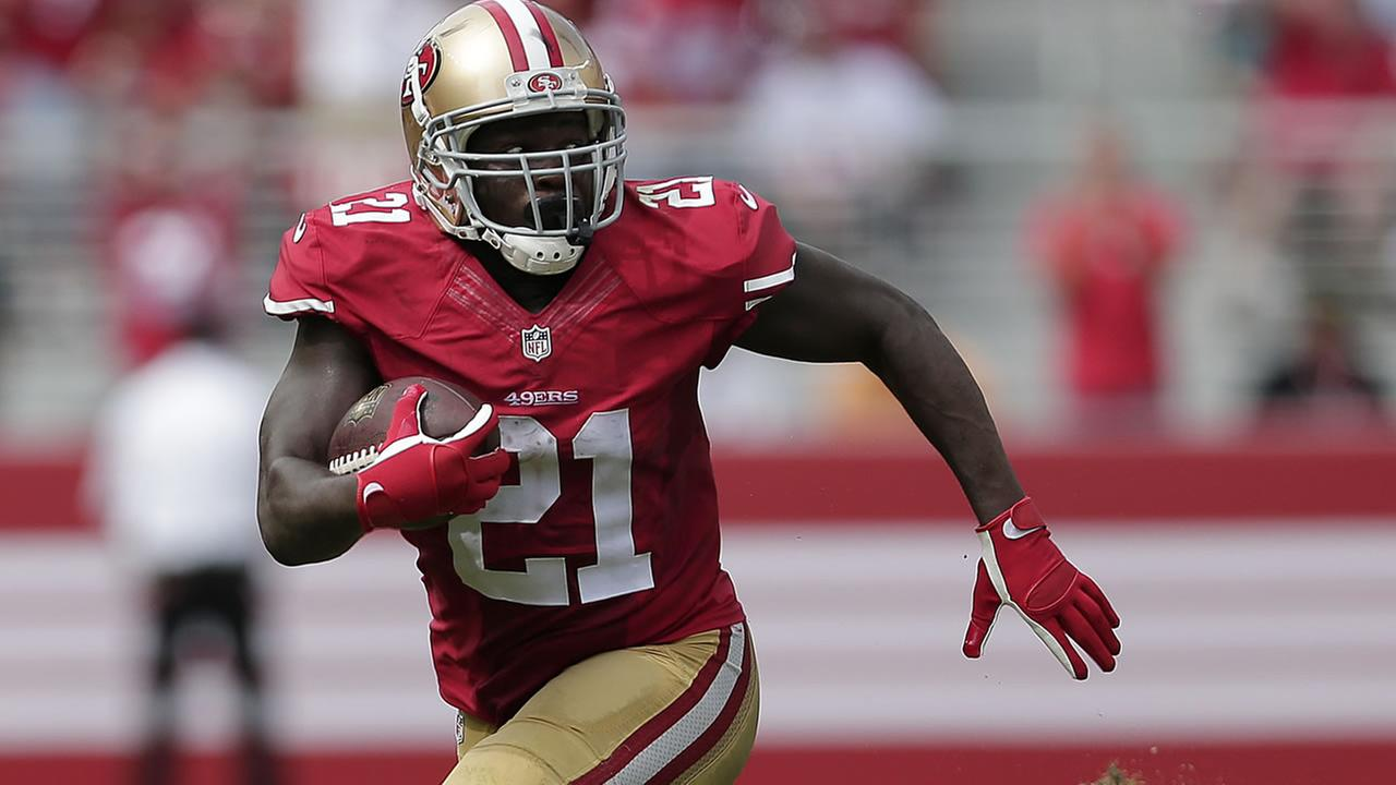 49ers Frank Gore (21) runs toward the end zone to score on a 55-yard touchdown reception against the Eagles during a game on Sept. 28, 2014. (AP Photo/Marcio Jose Sanchez)