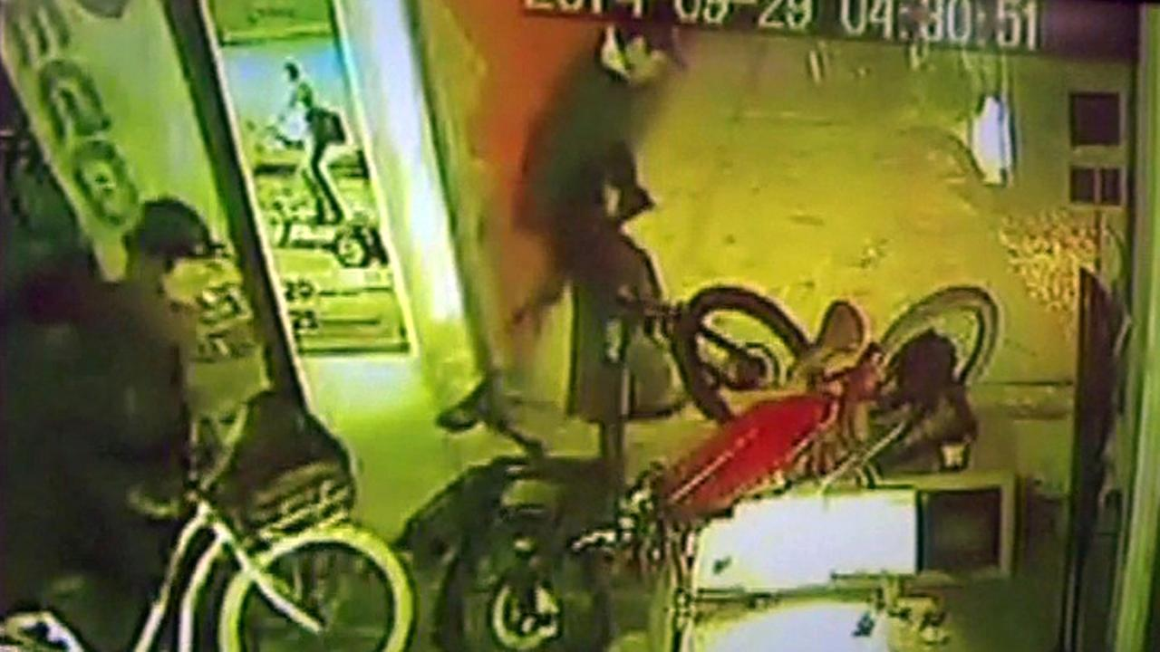San Francisco bicycle shop burglary suspects.
