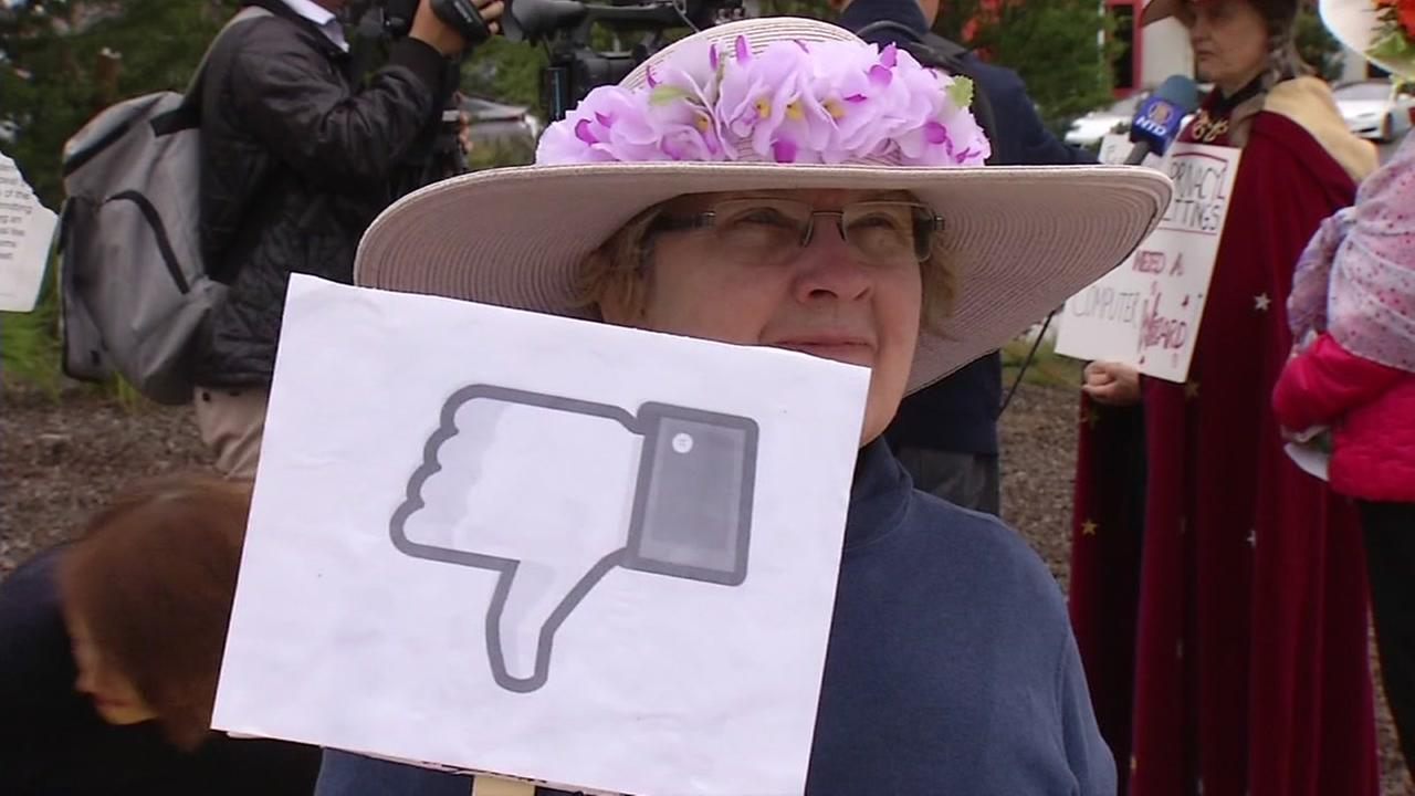 A protester at Facebooks Headquarters in Menlo Park, Calif. gives the company a real-life dislike on Thursday, April 5, 2018.