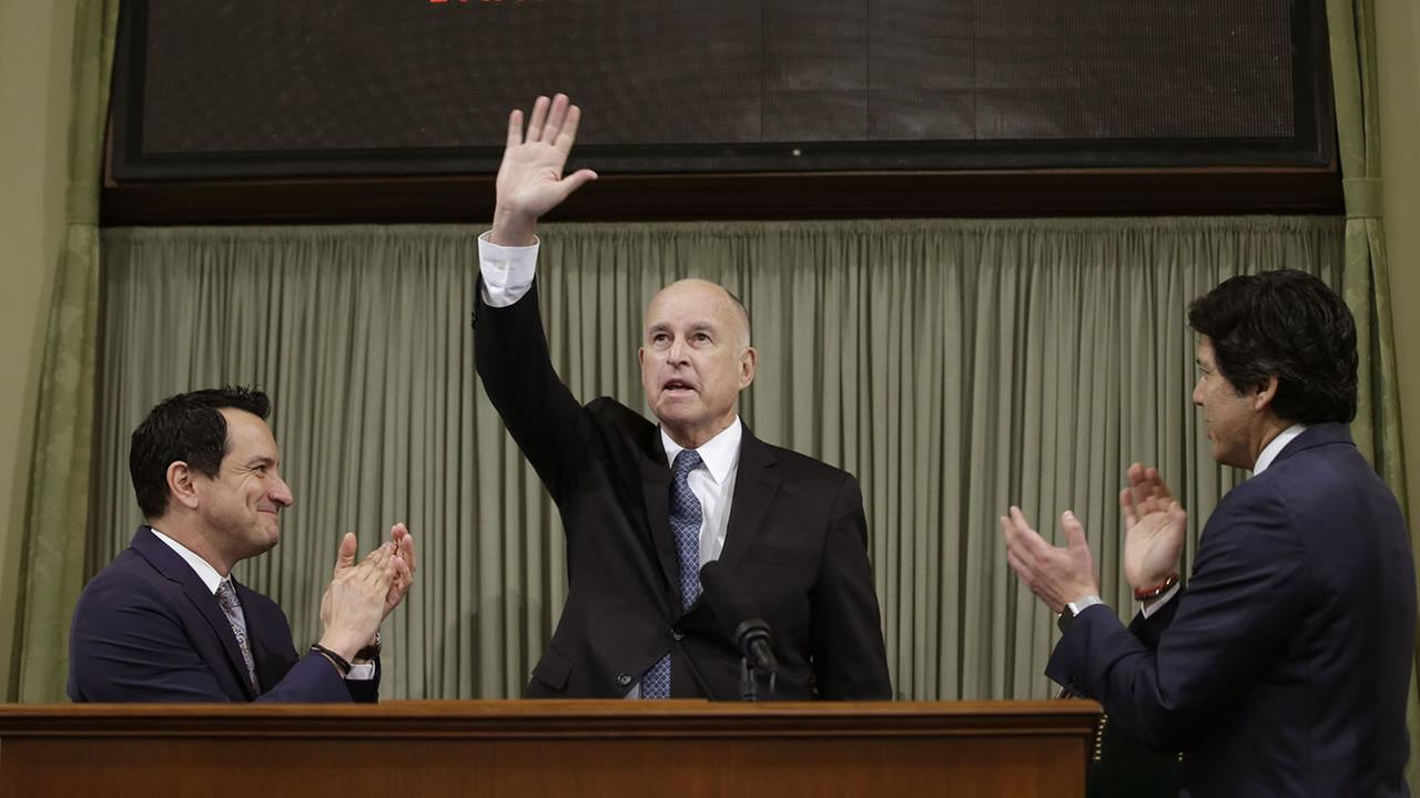 California Gov. Jerry Brown waves as he receives applause before giving his annual State of the State speech before a joint session of the Legislature, Thursday, Jan. 25, 2018.