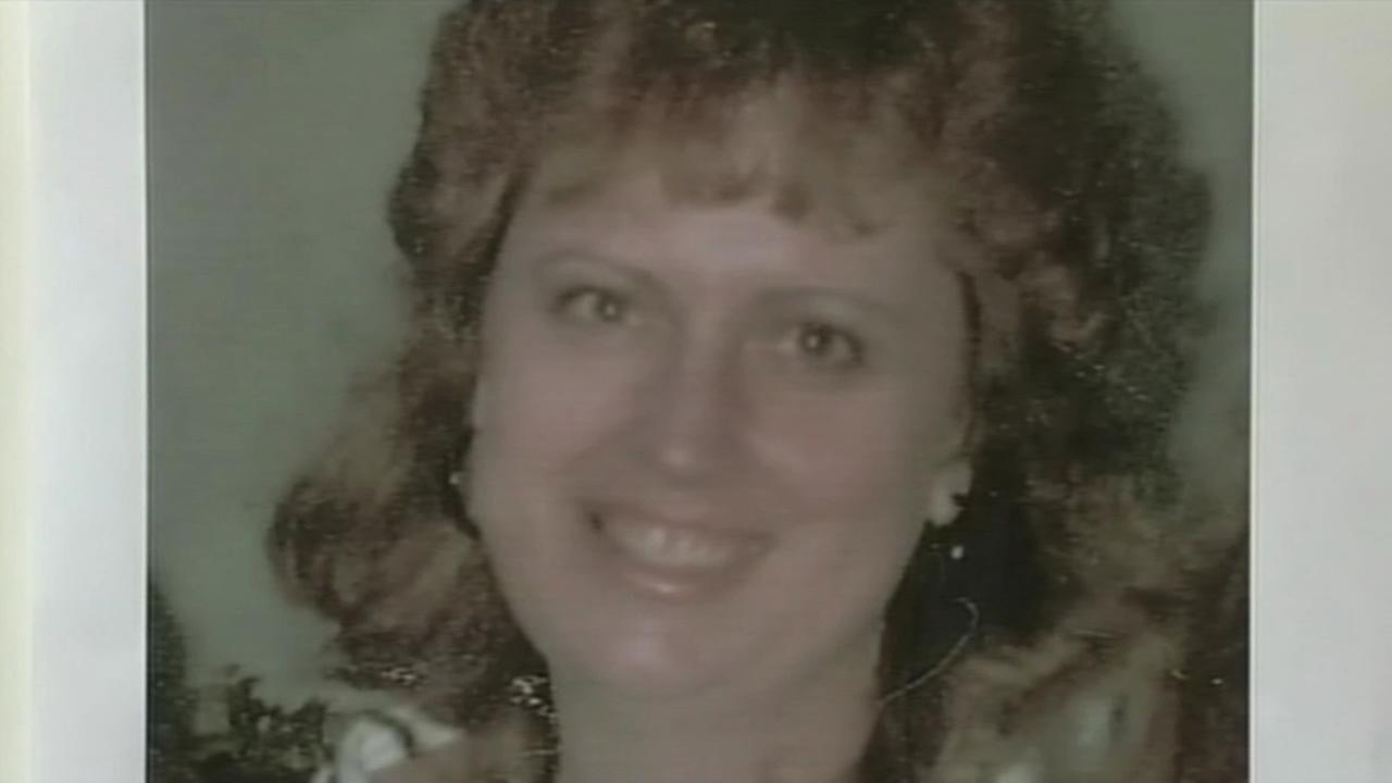 The body of Cathy Zimmer, a mother of two, was found wrapped in a quilt in the backseat of her car at Mineta San Jose International Airport in 1989.