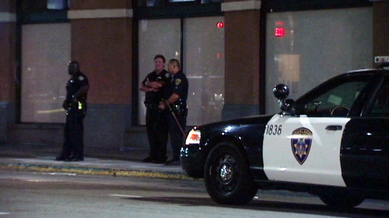Oakland police investigate homicide.