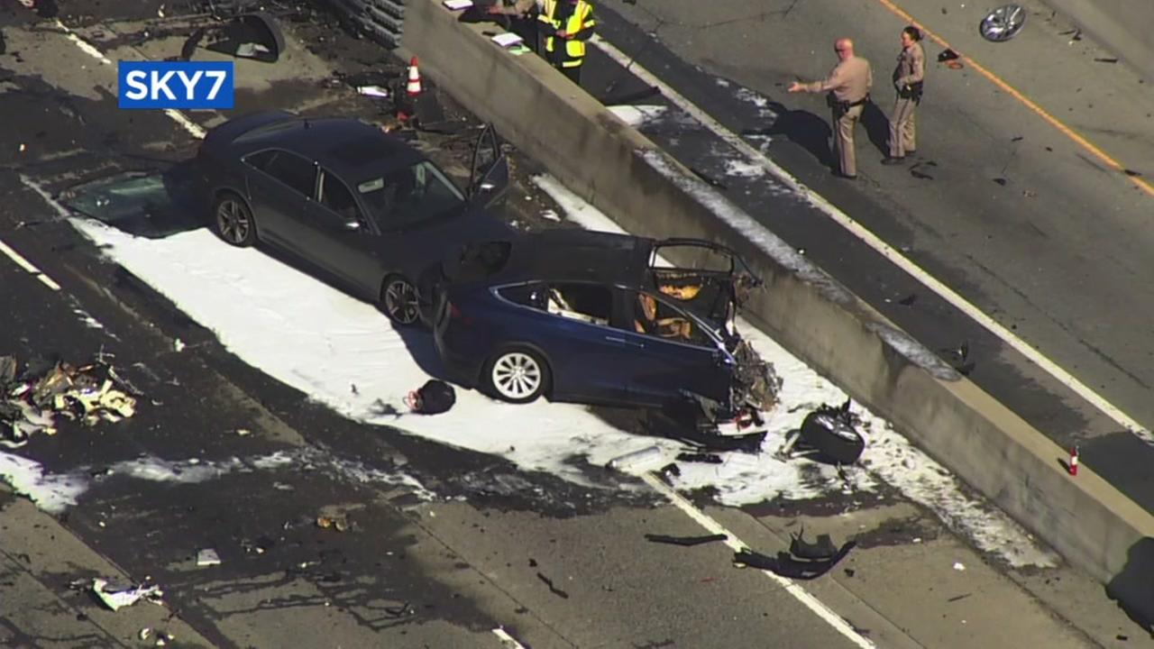 The crash that killed Walter Huang appears in this image from Sky7.