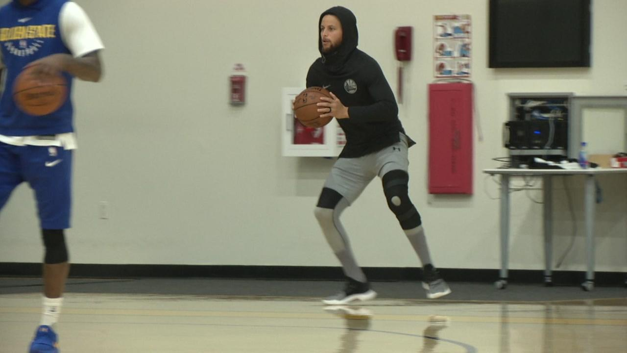 Golden State Warriors star Stephen Curry practices in Oakland, Calif. on Friday, April 13, 2018.