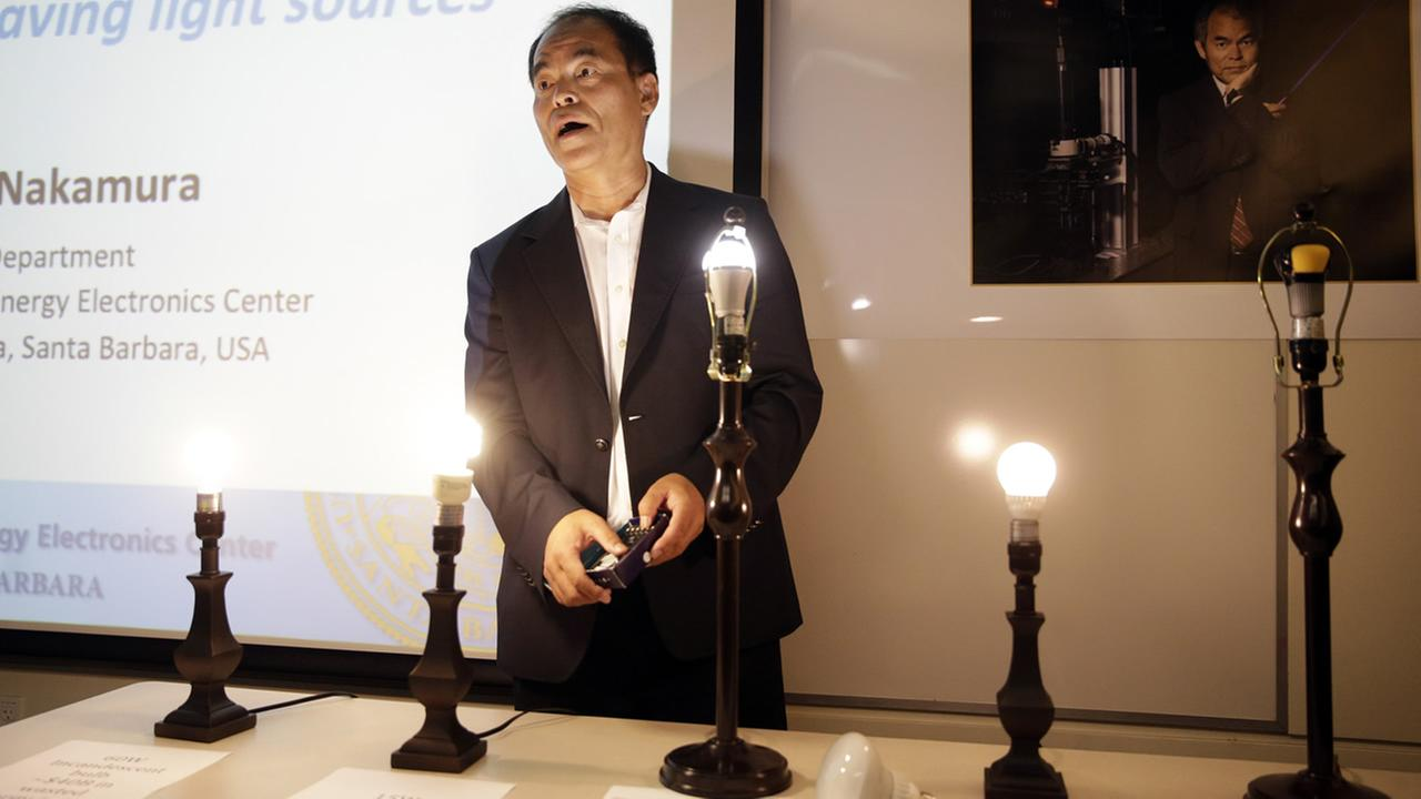 Scientist Shuji Nakamura, a Japanese-born American professor at UC Santa Barbara, demonstrates LED lights during a news conference, Tuesday, Oct. 7, 2014 (AP Photo/Jae C. Hong)