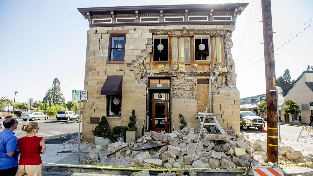 Quake damaged building in Napa