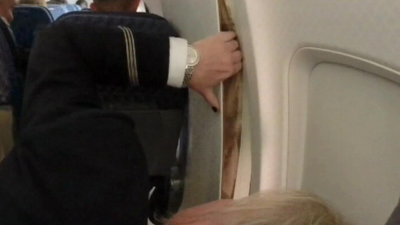 American Airlines wall panel broke after air duct failed