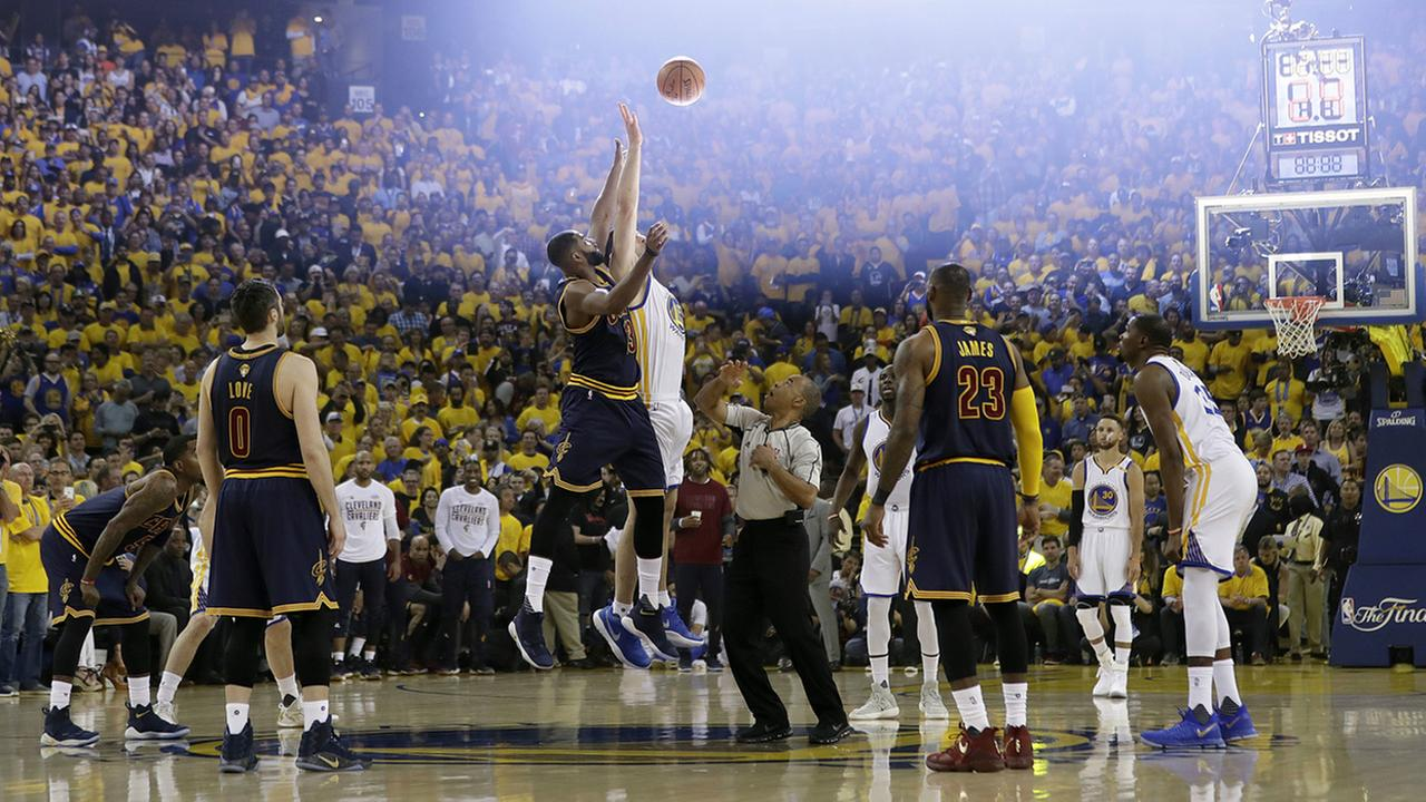 Cleveland Cavaliers center Tristan Thompson, center left, and Golden State Warriors center Zaza Pachulia, center right, jump for the opening tip off during the first half of Game 1 of basketballs NBA Finals in Oakland, Calif., Thursday, June 1, 2017.