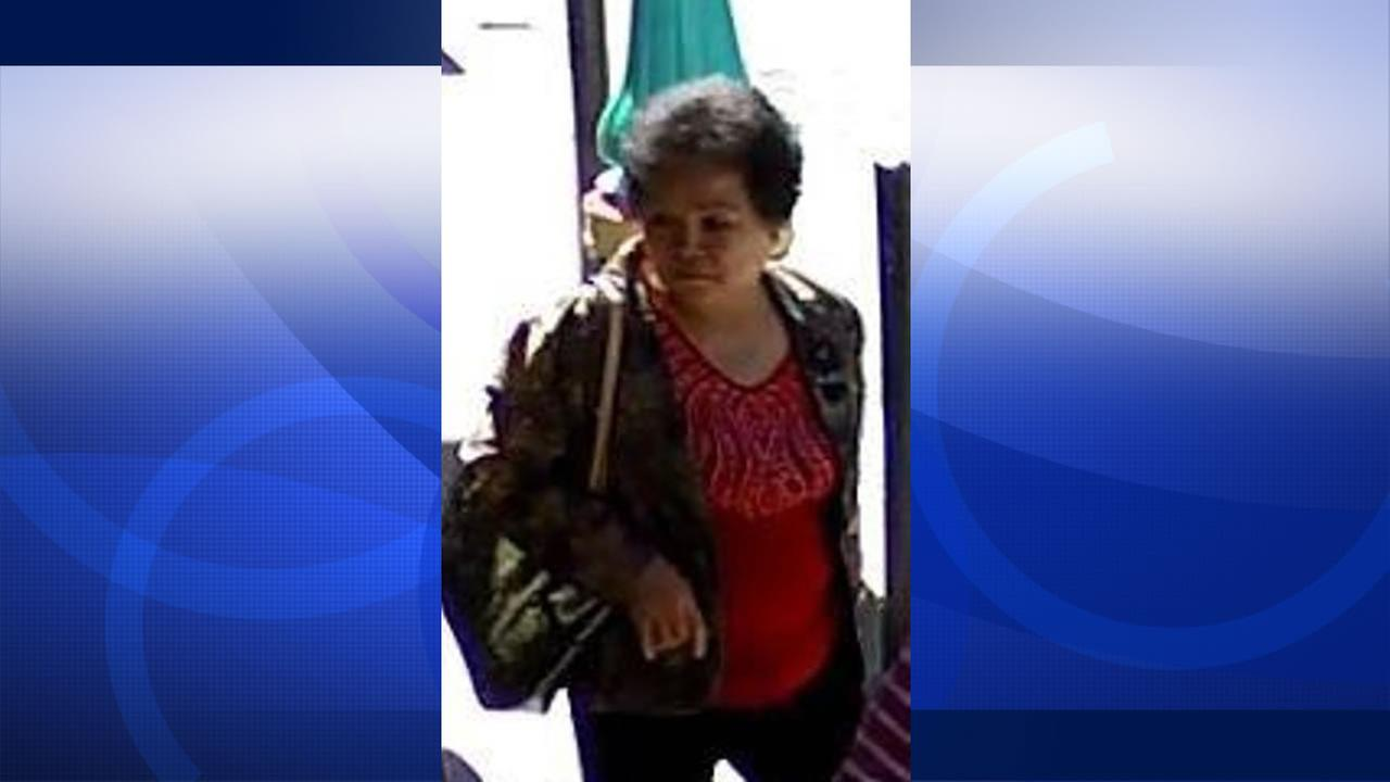 San Francisco police release a photo of a woman suspected of using a blessing scam to rob elderly people in the Chinese community.
