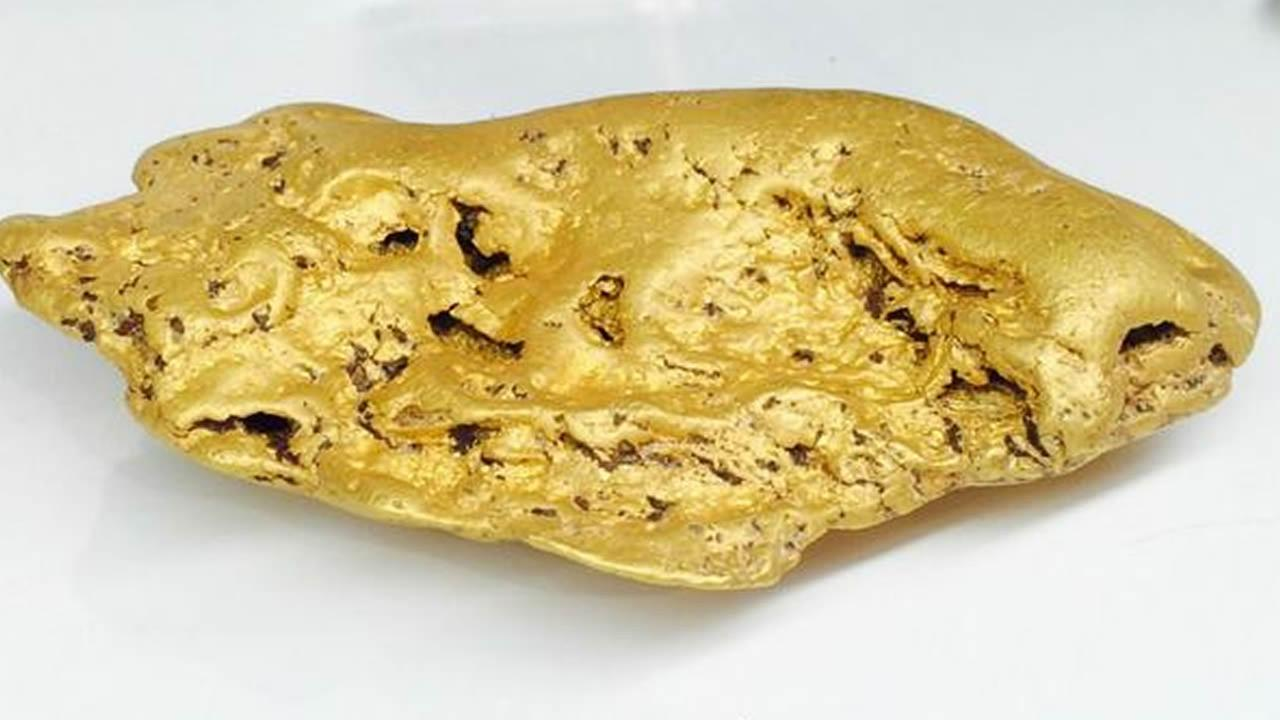 A 6-pound gold nugget found in Butte County will be on display at the San Francisco Fall Antiques Show.