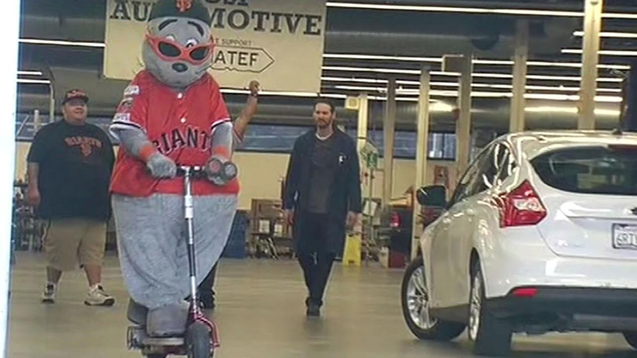 Giants mascot Lou Seal gets an electric scooter designed by City College of San Francisco students.