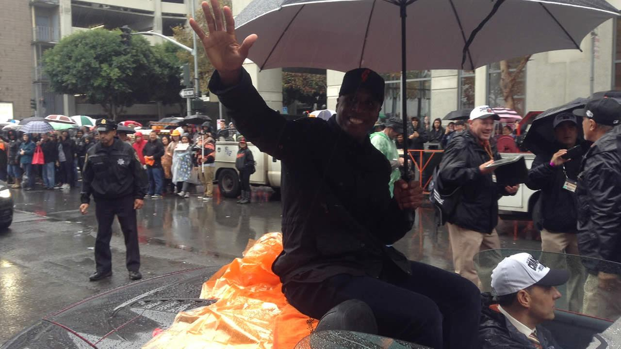 Barry Bonds celebrating during the San Francisco Giants 2014 Victory Parade in San Francisco, October 31, 2014. (ABC7 News)