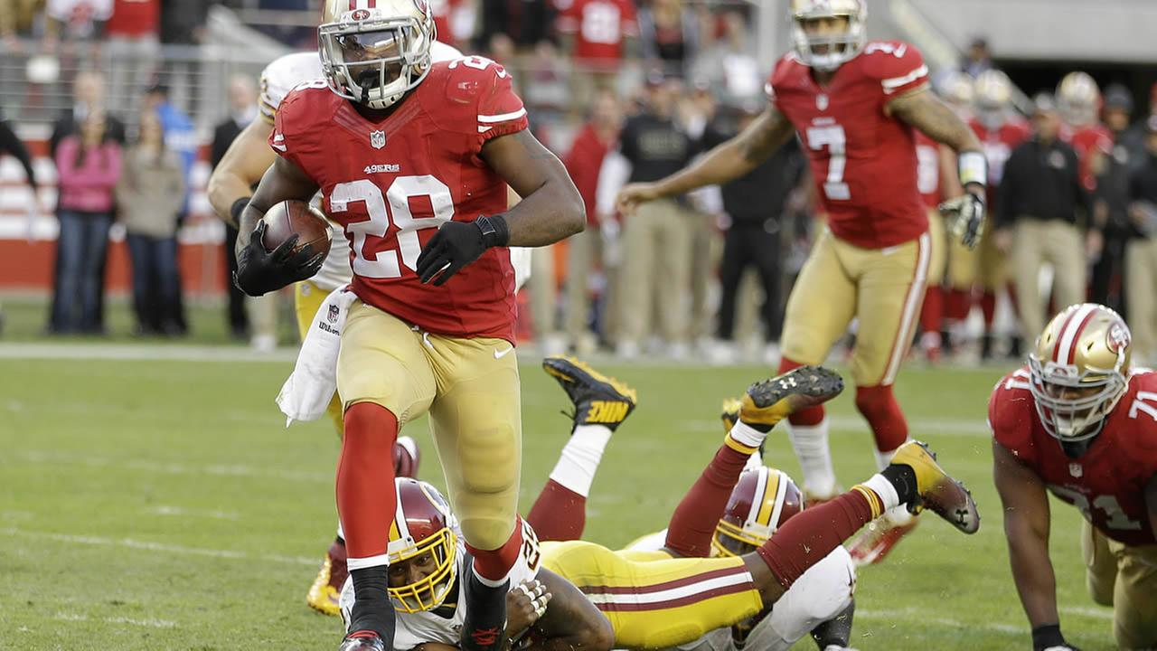 49ers running back Carlos Hyde runs for a 4-yard touchdown run during the fourth quarter of a game against the Redskins in Santa Clara, Calif., Sunday, Nov. 23, 2014. (AP Photo)