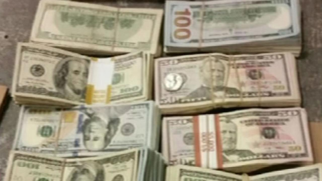 Only on 7 bag full of 100 000 found inside burger king for 100000 dollar house