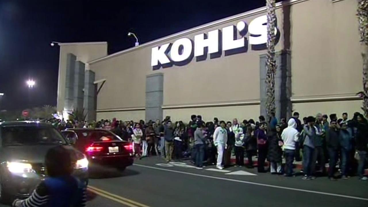 Thousands swarm Milpitas Great Mall for a 27 hour shopping event.