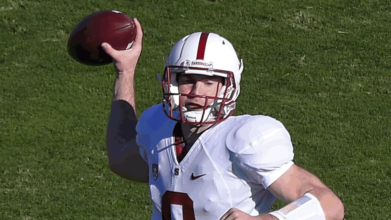 Stanford quarterback Kevin Hogan passes ball