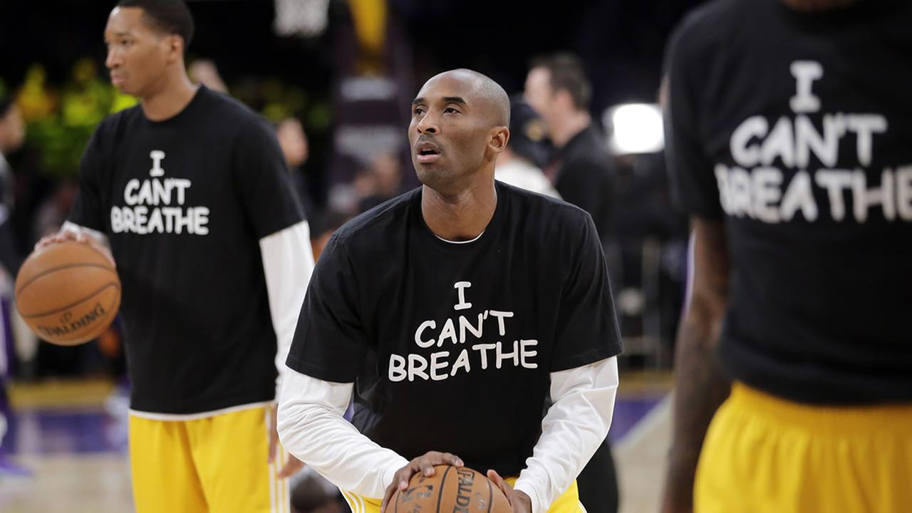 Los Angeles Lakers Kobe Bryant, center, warms up before an NBA basketball game against the Sacramento Kings, Tuesday, Dec. 9, 2014, in Los Angeles. (AP Photo/Jae C. Hong)