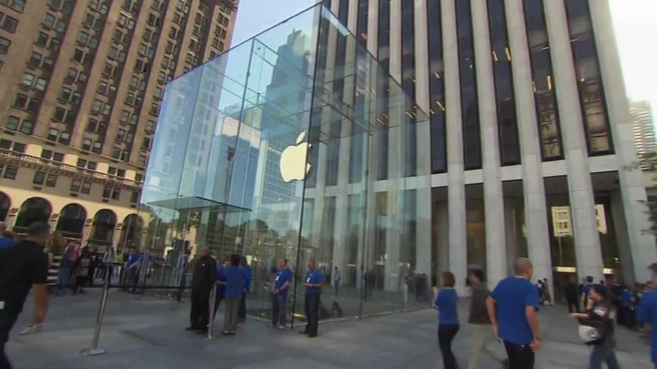 Apple store glass cube