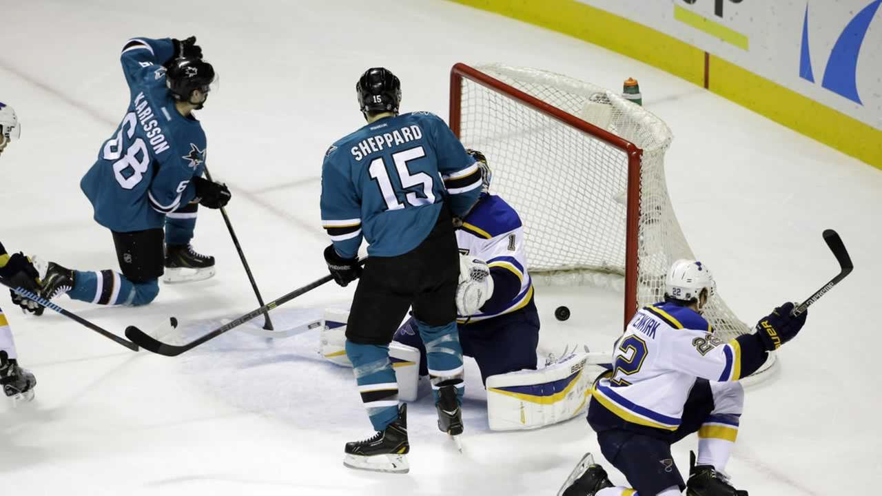 San Jose Sharks Melker Karlsson, left, scores against the St. Louis Blues during the first period of an NHL hockey game Saturday, Jan. 3, 2015, (AP Photo/Marcio Jose Sanchez)