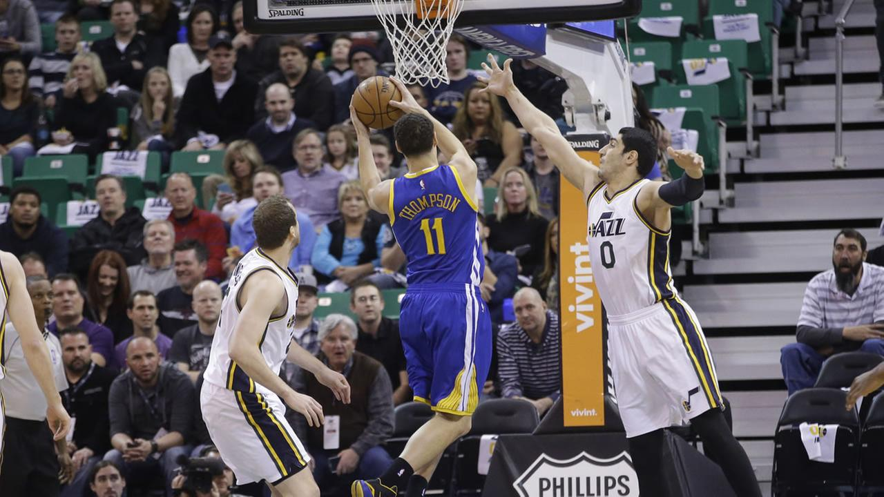 Golden State Warriors guard Klay Thompson (11) goes to the basket