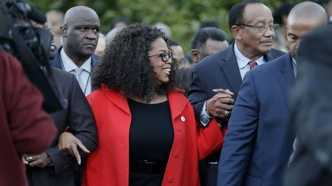 Oprah locks arms with some of the cast of the movie Selma as they march to the Edmund Pettus Bridge in honor of Martin Luther King Jr., Jan. 18, 2015,  in Alabama (AP Photo)