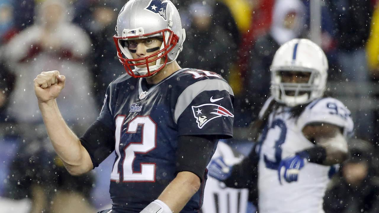 New England Patriots Tom Brady celebrates a touchdown during the second half of the AFC Championship game on January 18, 2015 (AP Foto/Elise Amendola)