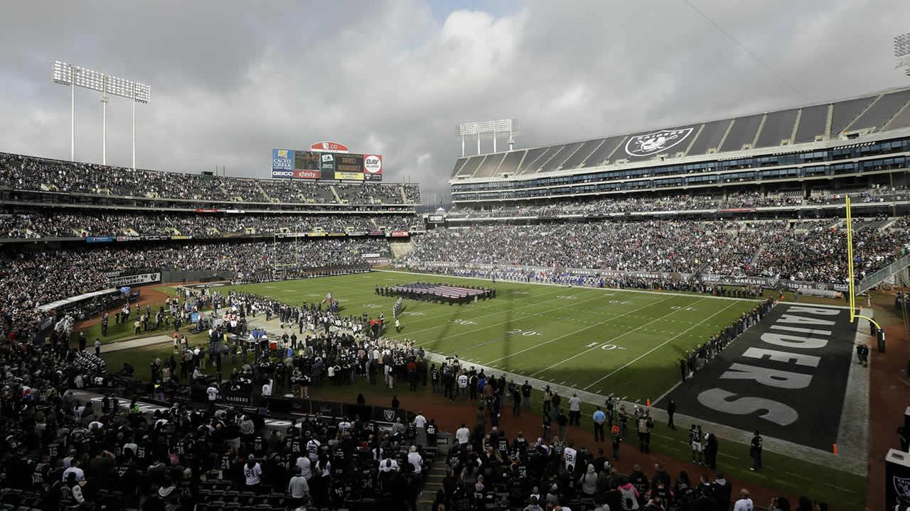 In this Sunday, Dec. 21, 2014 file photo, fans watch the first quarter of a game between the Oakland Raiders and the Buffalo Bills. (AP)